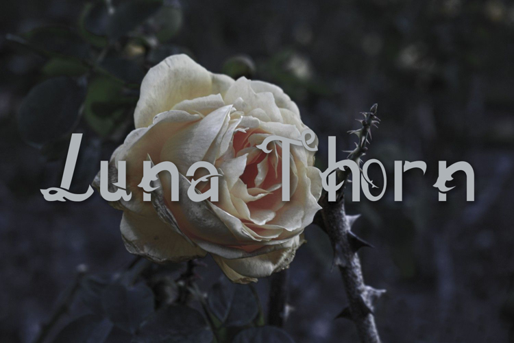 Luna thorn Font