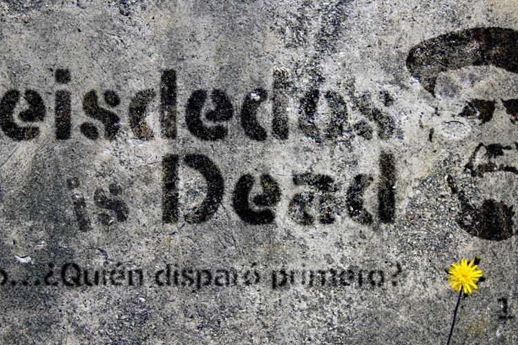 Seisdedos Dead Font